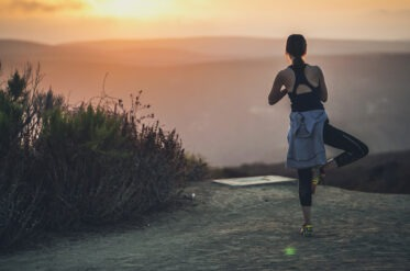 Pros and cons of evening jogs: trainer's tips