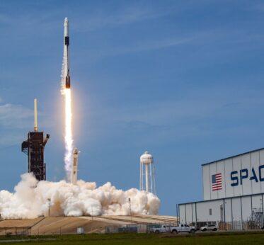 Историческое событие: Space X успешно запустила корабль Crew Dragon на МКС