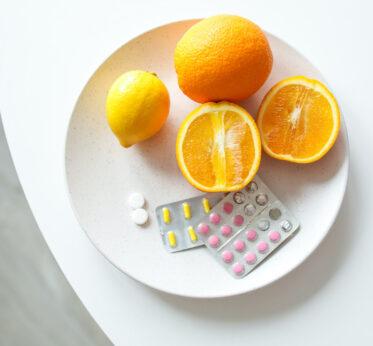 Какие витамины необходимы осенью: советы диетолога