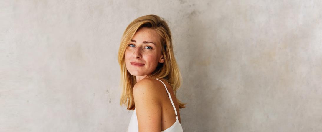 Алиса Мартенс: Йога помогает найти точку баланса
